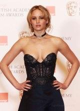 Jennifer_Lawrence-babe-smoking-hot-young-skin-sexy-chicki_thumb_585x795